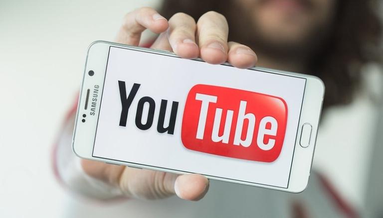 Как воспроизводить YouTube-видео с выключенным экраном